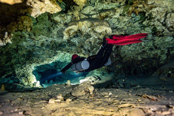 buceo-cueva-01