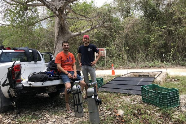Gaston y Fran GoDiveMEX en el cenote Palomita