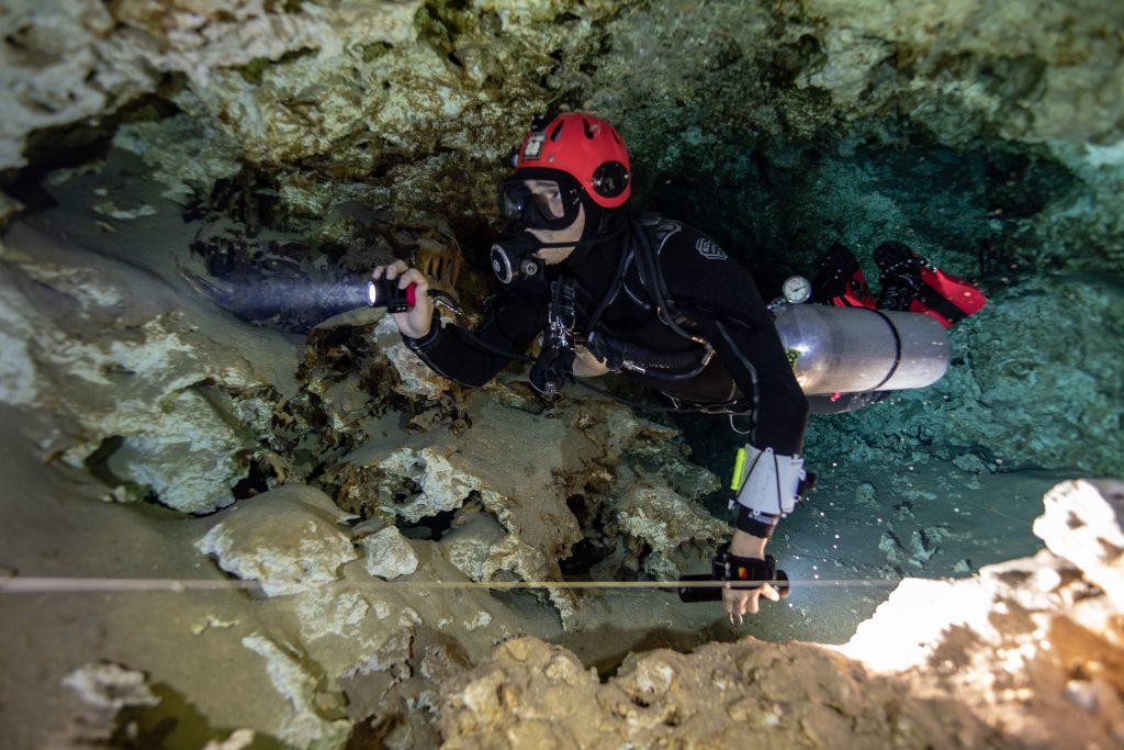 Buceo cuevas sidemount